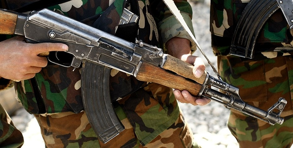 An Afghan National army soldier holds his AK-47 assault rifle during a joint patrol with German Bundeswehr army soldiers of the International Security Assistance Force (ISAF) in the mountains near Feyzabad, north of Kabul, September 21, 2008.    REUTERS/Fabrizio Bensch (AFGHANISTAN) - RTX8RQG