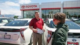 Many car buyers make wrong turn on financing: Edmunds