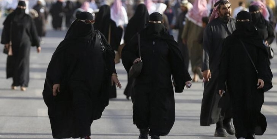 FILE PHOTO: Saudi women arrive to attend Janadriyah Culture Festival on the outskirts of Riyadh, Saudi Arabia February 8, 2016. REUTERS/Faisal Al Nasser