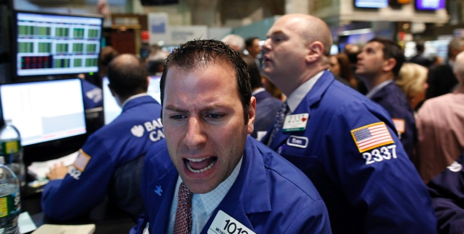 Trading specialist Michael Pistillo Jr. works on the floor of the New York Stock Exchange May 25, 2010. REUTERS/Brendan McDermid (UNITED STATES - Tags: BUSINESS)