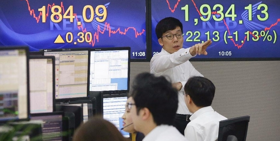 A currency trader gestures at the foreign exchange dealing room of the Korea Exchange Bank headquarters in Seoul, South Korea, Wednesday, Aug. 19, 2015. China's main Shanghai stock index slumped more than 4 percent on Wednesday, leading Asian stock markets lower a day after a sharp fall rattled investors around the world. (AP Photo/Ahn Young-joon)