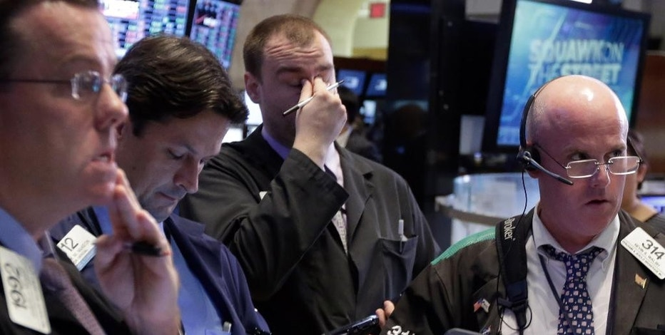 Traders work on the floor of the New York Stock Exchange, Monday, Aug. 24, 2015. U.S. stock markets plunged in early trading Monday following a big drop in Chinese stocks. (AP Photo/Richard Drew)