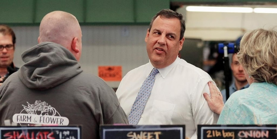 Republican presidential candidate, New Jersey Gov. Chris Christie, talks with customers during a campaign stop at the Farm & Flower Market. Monday, Sept. 14, 2015, in Manchester, N.H. (AP Photo/Jim Cole)