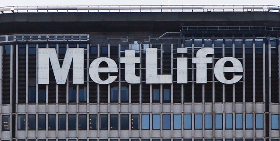 The MetLife building is seen in New York, March 8, 2010. AIG is selling its foreign life insurance unit to MetLife Inc for about $15.5 billion, its second major asset sale in a week as it raises funds to repay a $182.3 billion U.S. government bailout.   REUTERS/Shannon Stapleton (UNITED STATES - Tags: POLITICS BUSINESS) - RTR2BE3K