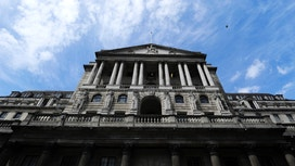BoE Leaves Rate Unchanged, Cuts Growth Outlook