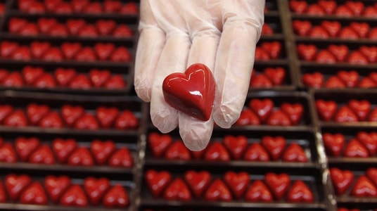 Valentine's Day Spending Coming up Roses Despite Economic Woes