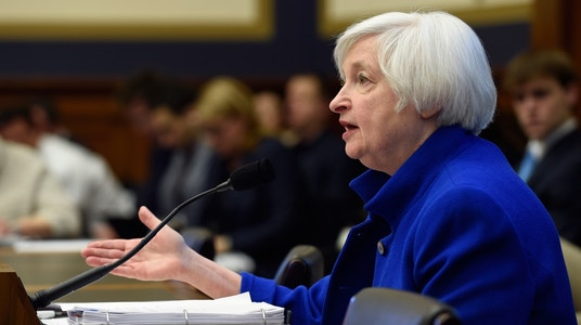 Fed's Yellen Cites Global Risks but Says U.S. Should Motor Through