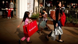Shoppers Keep Spending in Positive Sign for 2Q Growth