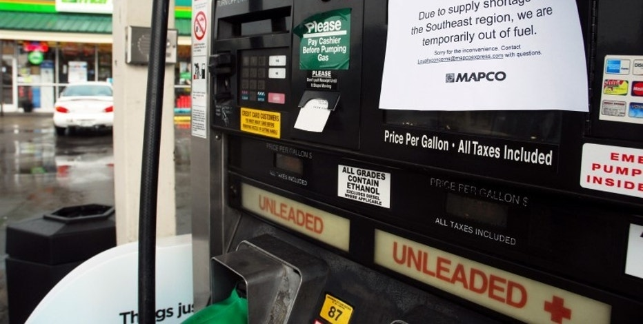 Out of fuel signs are pictured on gas pumps at a Mapco gas station at Spence Lane and Lebanon Pike in Nashville, Tennessee, U.S. September 17, 2016. REUTERS/David Mudd