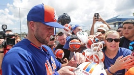 Stunt? Even with jerseys and books to sell, Tebow says no