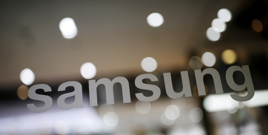 The logo of Samsung Electronic is seen at its headquarters in Seoul, South Korea, April 4, 2016. REUTERS/Kim Hong-Ji/File Photo