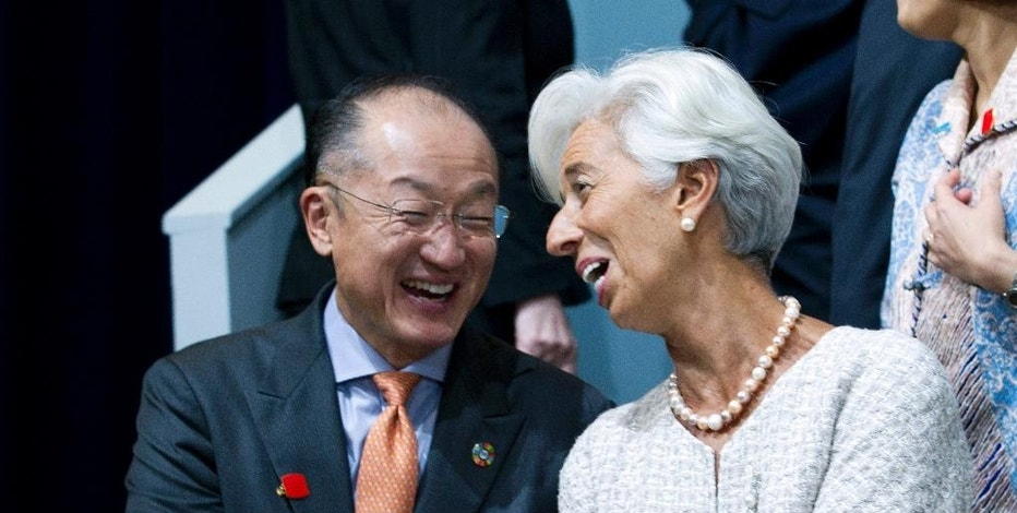 International Monetary Fund (IMF) Managing Director Christine Lagarde speaks with World Bank President Jim Yong Kim at the G-20 group photo, during the World Bank/IMF Annual Meetings at IMF headquarters in Washington, Thursday, Oct. 6, 2016. ( AP Photo/Jose Luis Magana)