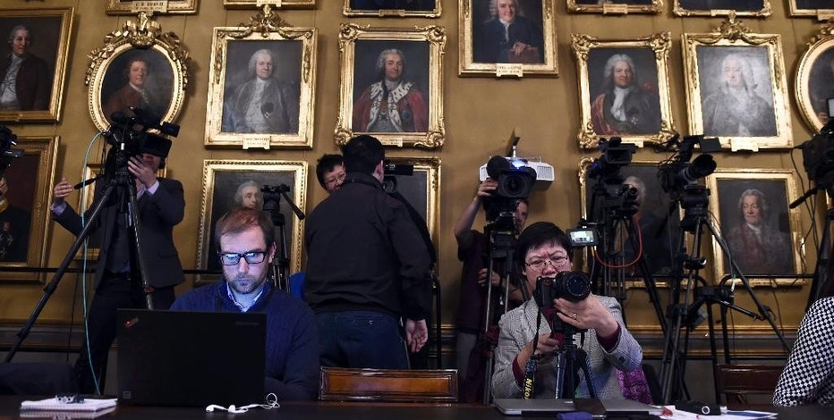 """The media wait for a press conference at the Royal Academy of Sciences in Stockholm on Monday Oct. 10, 2016. The Nobel Memorial Prize in economic sciences has been awarded to Oliver  Hart and Bengt Holmstrom on Monday Oct. 10, 2016. The Nobel jury praises the winners """"for their contributions to contract theory."""" (Stina Stjernkvist/TT via AP) SWEDEN OUT"""