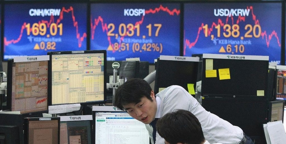 Currency traders work at the foreign exchange dealing room of the KEB Hana Bank headquarters in Seoul, South Korea, Monday, Oct. 17, 2016. Asian shares were mostly lower on Monday, trading within a narrow range as cautious investors considered the most recent comments by Federal Reserve Chair Janet Yellen. (AP Photo/Ahn Young-joon)
