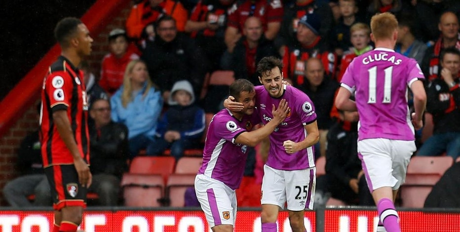 Hull City's Ryan Mason, centre, celebrates scoring his side's first goal of the game during the English Premier League soccer match between FC Bournemouth and Hull City at the Vitality Stadium, Bournemouth. Saturday Oct 15, 2016. Paul Harding/PA via AP)