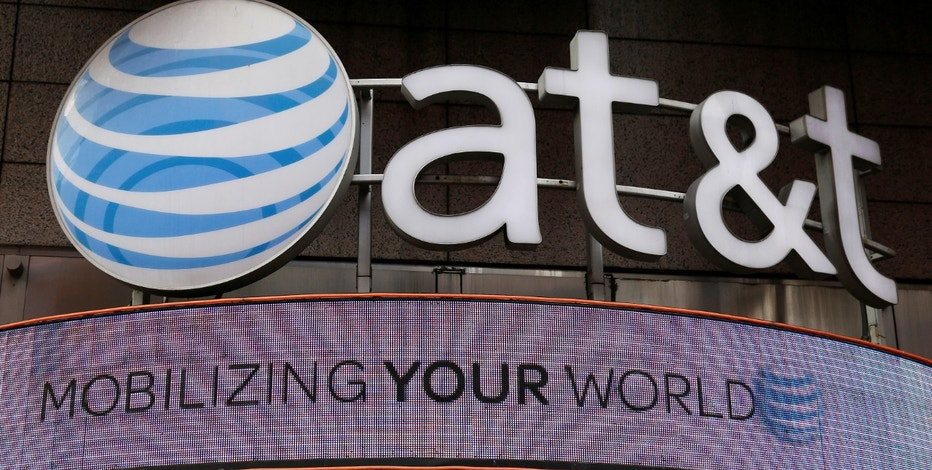 Signage for an AT&T store is seen in New York October 29, 2014.    REUTERS/Shannon Stapleton/File Photo - RTX2Q0KI