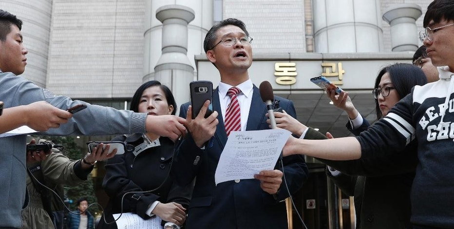 Attorney Peter Young-Yeel Ko speaks in front of the Seoul Central District Court in Seoul, South Korea, Monday, Oct. 24, 2016. Ko, head of the Harvest Law Firm, said that 527 consumers want Samsung to compensate them for the costs to visit shops to exchange their phones, for the hours they had to wait while transferring data and for psychological harm from using a hazardous product. (Han Jong-chan/Yonhap via AP)