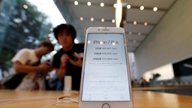 Apple Sees First Annual Revenue Fall Since '01