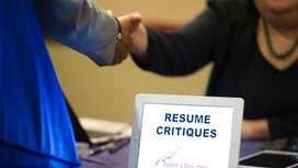 Applications for US unemployment benefits fall to 258,000
