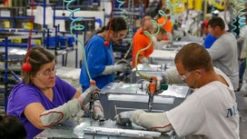 Economy Grows at 2.9% Pace in 3Q, but Spending Slows