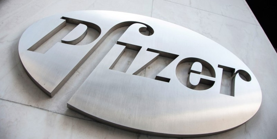 The Pfizer logo is seen at their world headquarters in New York April 28, 2014.  REUTERS/Andrew Kelly/File photo -
