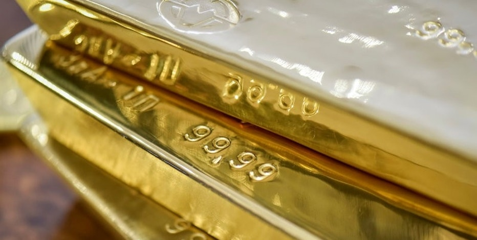 Gold bars are seen at the Kazakhstan's National Bank vault in Almaty, Kazakhstan, September 30, 2016.  REUTERS/Mariya Gordeyeva/File Photo