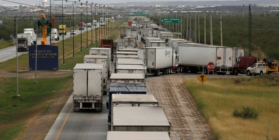 Trucks wait in a queue for the border customs control to cross into U.S. at the World Trade Bridge in Nuevo Laredo, Mexico, November 2, 2016. REUTERS/Daniel Becerril