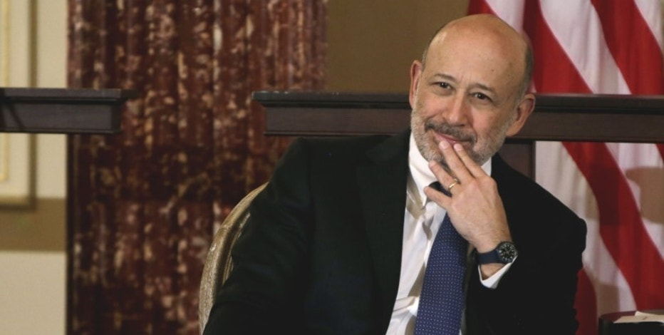 FILE PHOTO - Goldman Sachs Chairman and CEO, Lloyd Blankfein, waits to speak at the 10,000 Women/State Department Entrepreneurship Program at the State Department in Washington, March 9, 2015.  REUTERS/Gary Cameron