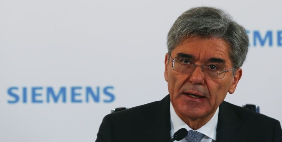 Siemens CEO Joe Kaeser addresses a news conference before the company's annual shareholders meeting in Munich, southern Germany, January 26, 2016. REUTERS/Michael Dalder