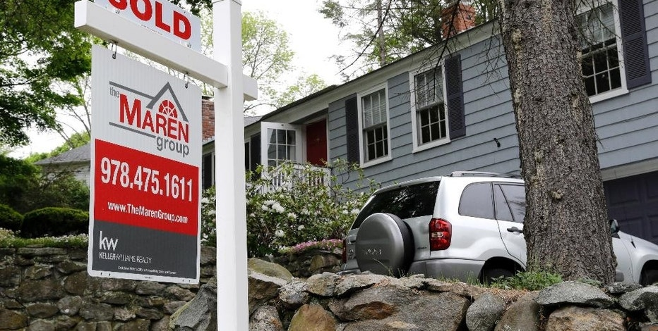 "FILE - In this May 24, 2016 file photo, a ""Sold"" sign is placed front of a house in Andover, Mass. On Thursday, Nov. 17, 2016, Freddie Mac reports on the week's mortgage rates. (AP Photo/Elise Amendola, File)"
