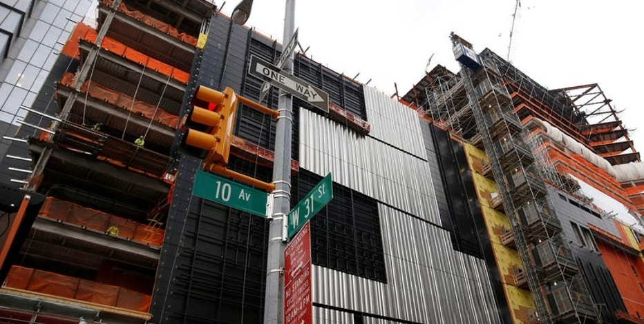 Construction is seen in the Hudson Yards area of the West Side of Manhattan along 10th avenue in New York U.S., November 21, 2016.  REUTERS/Shannon Stapleton