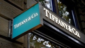 Tiffany Sales Rise, Sending Shares Higher