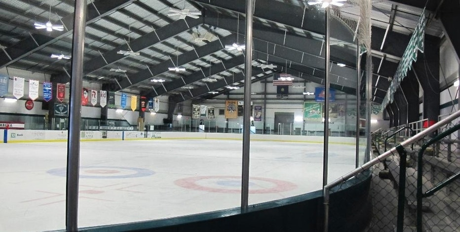 "This Dec. 20, 2016 photo shows the ice surface at the Union Arena in Woodstock, Vt. Organizers want to make the arena the nation's first skating rink to go ""net zero"" on energy, meaning no costs spent on electricity or heating fuel. (AP Photo/Wilson Ring)"