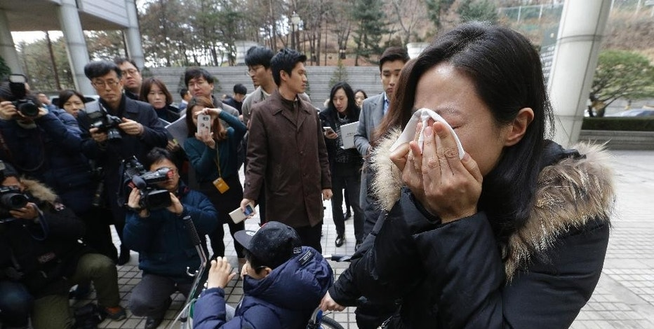 A family member of a victim of toxic humidifier disinfectants weeps during a press conference against court's sentence at the Seoul Central District Court in Seoul, South Korea, Friday, Jan. 6, 2017. A South Korean court has sentenced the former head of Oxy Reckitt Benckiser to seven years in prison after the company's disinfectant for humidifiers killed scores of people. (AP Photo/Ahn Young-joon)