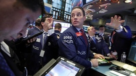 US indexes drift in early trade&#x3b; department stores nosedive
