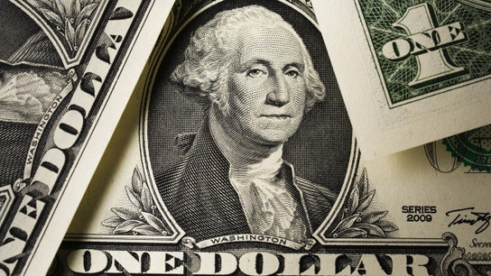 Dollar Dips on Trump Comments&#x3b; Sterling Heads for Biggest Rise Since 2008