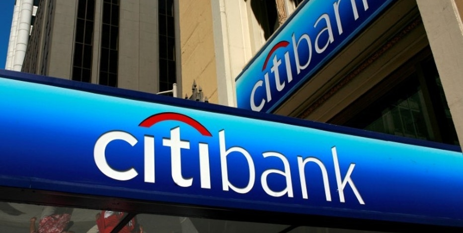 FILE PHOTO --  People walk beneath a Citibank branch logo in the financial district of San Francisco, California July 17, 2009. REUTERS/Robert Galbraith/File Photo