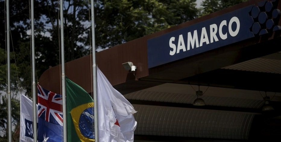 FILE PHOTO: An Australian flag (2nd L) and a Brazilian flag (2nd R) are pictured at the entrance of mine operator Samarco owned by Vale SA and BHP Billiton Ltd in Mariana, Brazil, November 11, 2015. REUTERS/Ricardo Moraes/File Photo