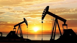 Oil Down as Dollar Firms, OPEC Compliance Rate Shrugged Off