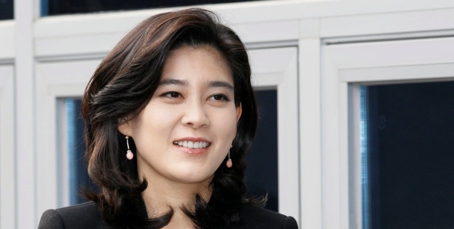 FILE PHOTO - Lee Boo-jin, daughter of Samsung Electronics chairman Lee Kun-hee and president and chief executive of Hotel Shilla, arrives to preside over the annual general meeting of the hotel stockholders in Seoul March 16, 2012.     REUTERS/Lee Jae-Won/File Photo