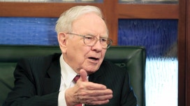 Buffett Expected to Tout Passive Investing in  Annual Letter