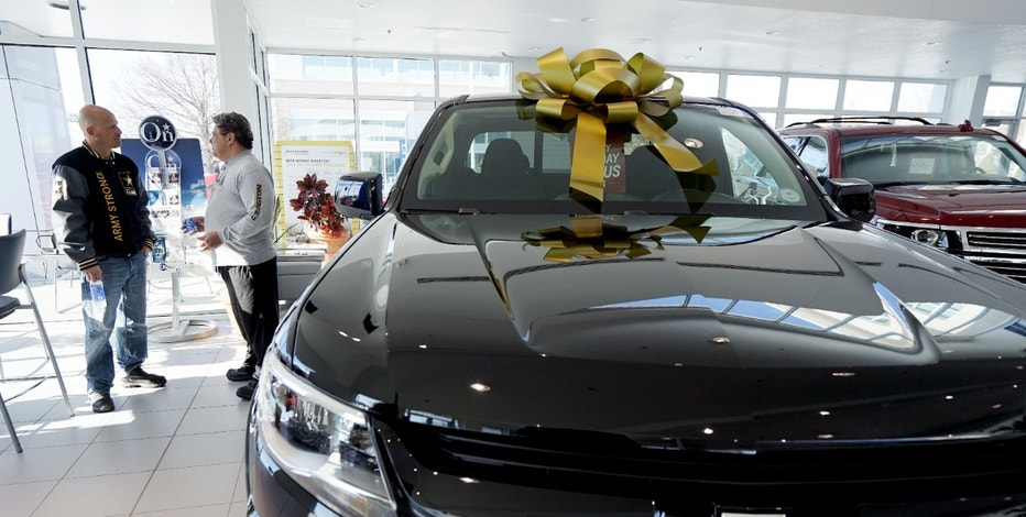 Chevrolet Colorado in showroom GM FBN