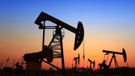 Oil Prices Steady, Outlook More Bearish