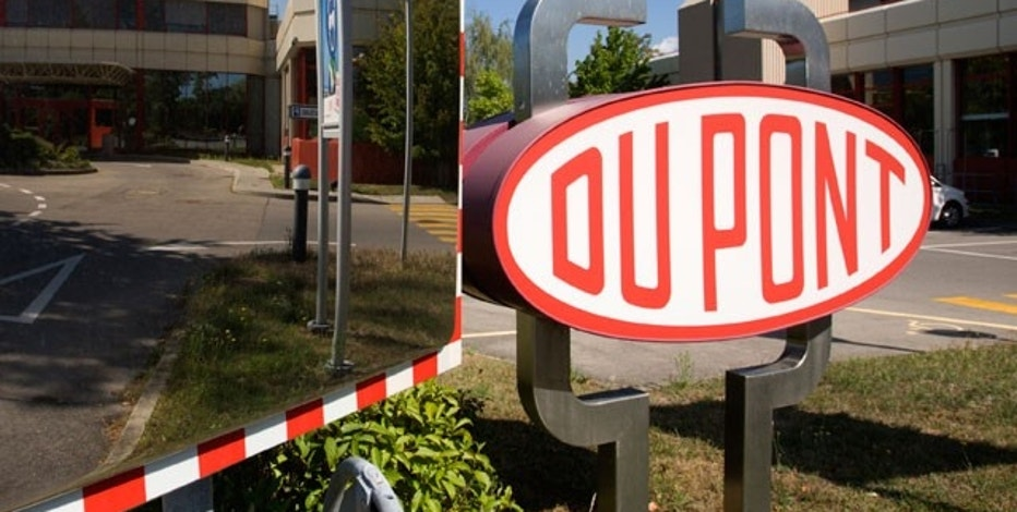 DuPont offers downbeat outlook for current quarter