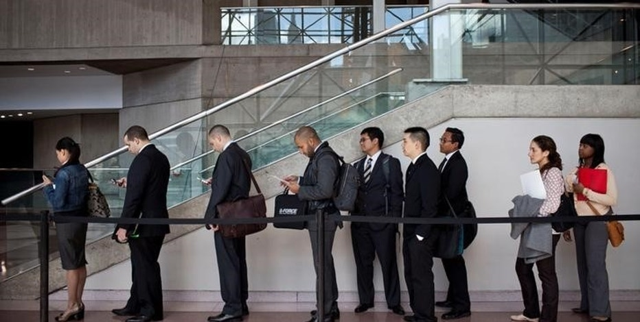 USA jobless benefits claims rise in late April