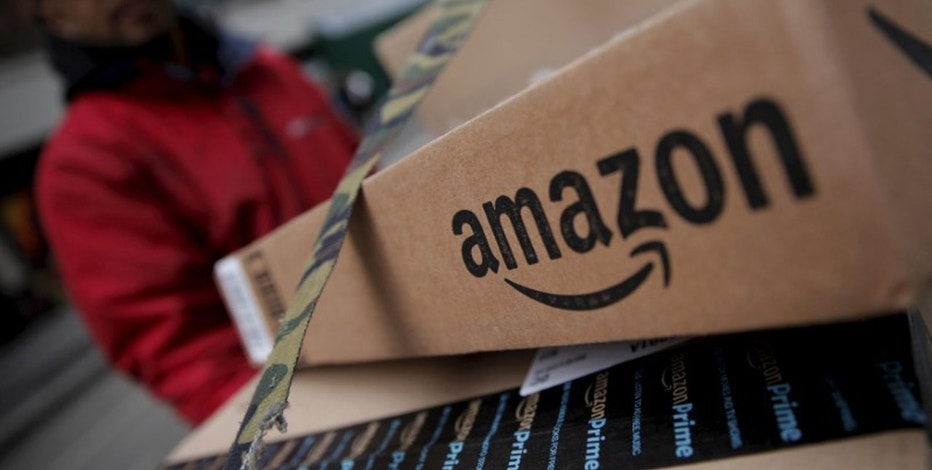 Amazon lowers free shipping minimum in price war with Wal-Mart