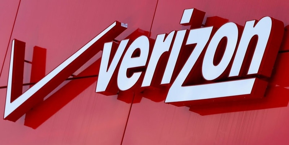 FILE PHOTO: The logo of Verizon is seen at a retail store in San Diego, California April 21, 2016.  REUTERS/Mike Blake/File Photo