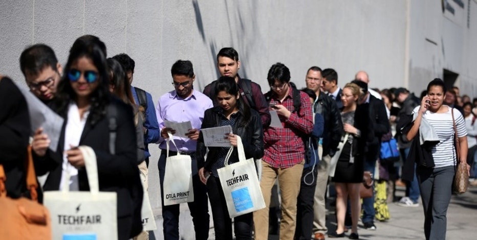 FILE PHOTO: People wait in line to attend TechFair LA, a technology job fair, in Los Angeles, California, U.S., January 26, 2017. REUTERS/Lucy Nicholson/File Photo