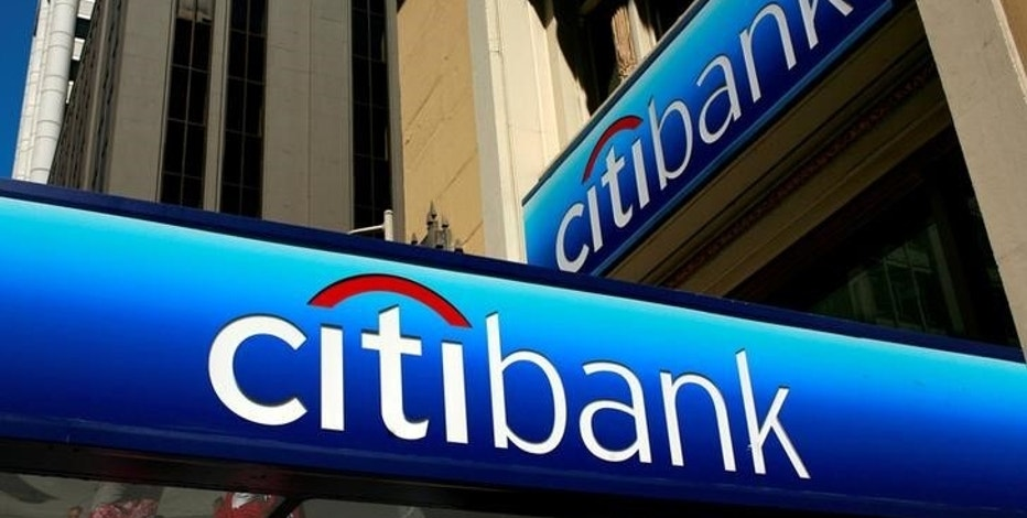 FILE PHOTO -  People walk beneath a Citibank branch logo in the financial district of San Francisco, California, U.S. on July 17, 2009. REUTERS/Robert Galbraith