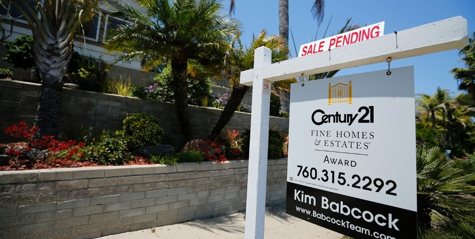 A single family home is shown with a sale pending in Encinitas, California May 22, 2013. Home resales rose in April to the highest level in nearly 3-1/2 years and prices surged, offering the a buffer from the stiff headwinds posed by belt-tightening by Washington.   REUTERS/Mike Blake  (UNITED STATES - Tags: BUSINESS EMPLOYMENT POLITICS REAL ESTATE) - RTXZWZ7